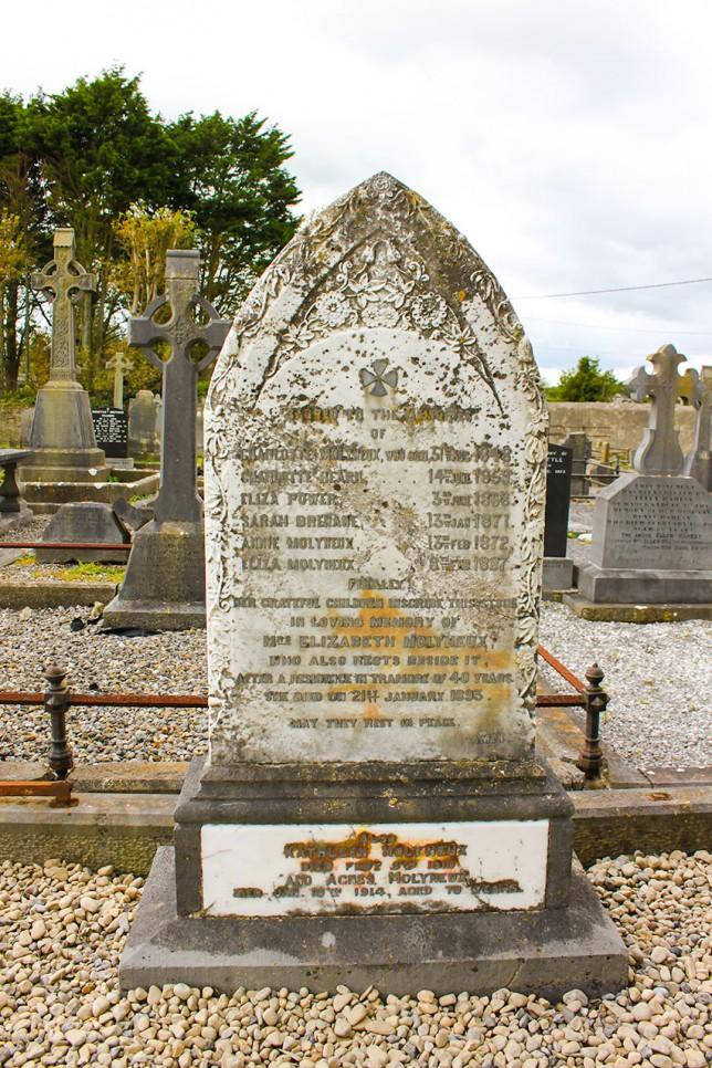 サラ・ブレナンの墓(ホーリー・クロス・チャーチ)。